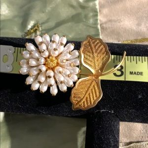 Vintage 🎁 a beautiful pin to decorate your scarf